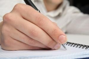 crayon-a-la-main-stylo-cahiers-bureau_3263054