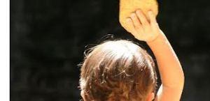 enfant par la main
