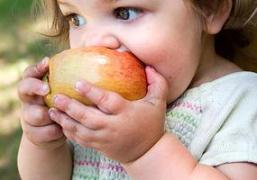 enfant pomme