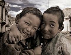 641_deux-enfants-complices